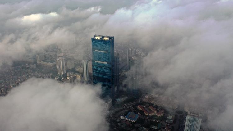 Mây mù lúc 8h30 sáng ngày 18/12 khu vực toà nhà Keangnam - toà nhà 72 tầng, cao nhất Hà Nội.