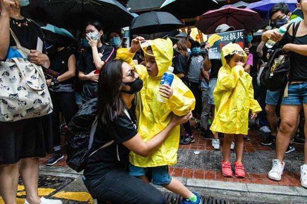 Bé gái 7 tuổi Hồng Kông gọi Carrie Lam là một loại vi khuẩn (ảnh 3)