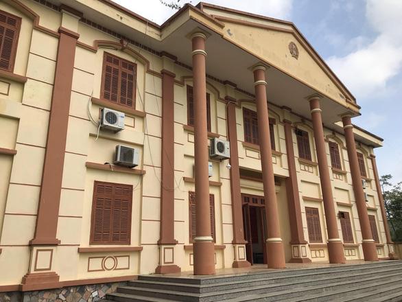 Trụ sở TAND huyện Cao Phong. (Ảnh qua tuoitre)