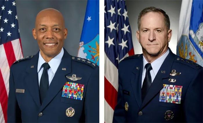Tướng CQ Brown Jr., Tư lệnh Không quân Mỹ tại khu vực Thái Bình Dương (trái) và Tướng David Goldfein, Tham mưu trưởng Không quân Mỹ.