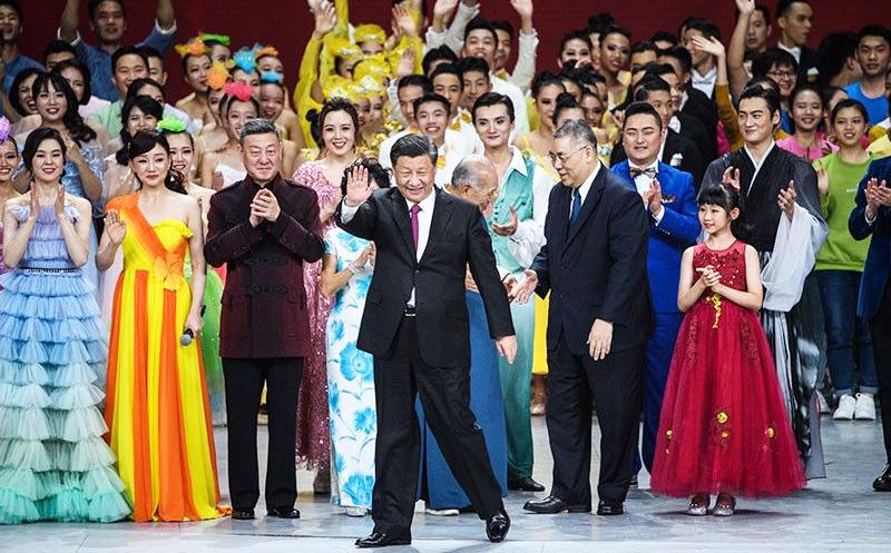 Tập Cận Bình và một số quan chức cấp cao từ Trung Quốc, Hồng Kông và Ma Cao đã tham dự buổi liên hoan văn nghệ được tổ chức tại Sân vận động Đại hội thể thao Đông Á Ma Cao.
