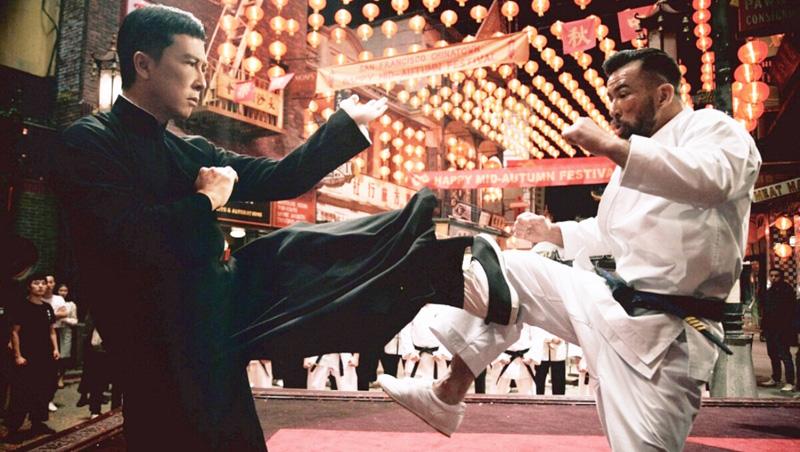 """Các phương tiện truyền thông Trung Quốc sử dụng tình tiết """"cuộc chiến kịch liệt với sĩ quan Hoa Kỳ"""" của Diệp Vấn trong phim để kích động chủ nghĩa dân tộc."""