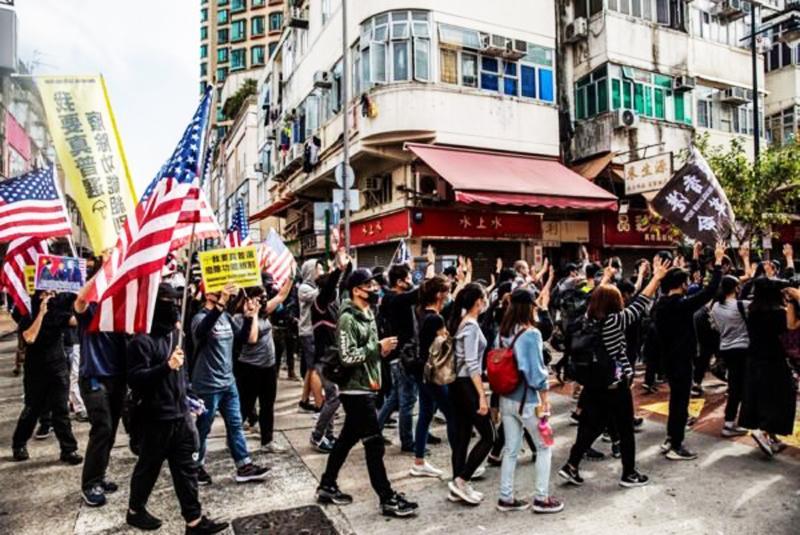 Vào lúc 2 giờ 30 phút ngày 5 tháng 1, hơn 10.000 người Hồng Kông đã tổ chức một cuộc diễu hành phản đối ở Sheung Shui.