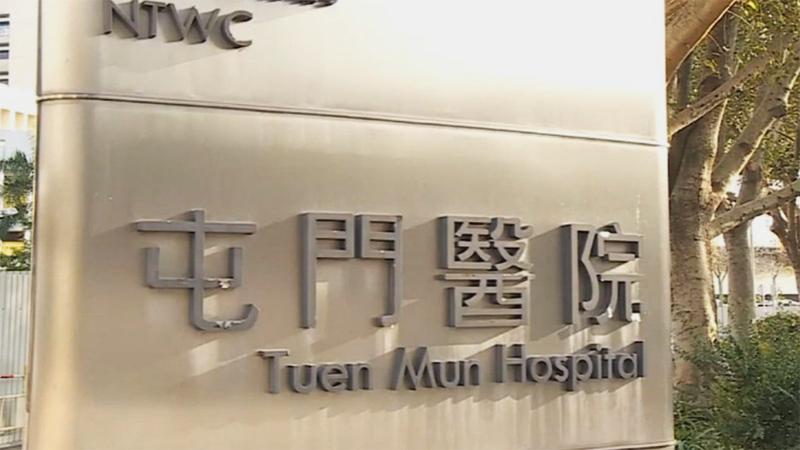 Một y tá tại bệnh viện Tuen Mun và xác nhận rằng nữ bệnh nhân đã đến Vũ Hán 2 tuần trước, được chẩn đoán là bị viêm phổi