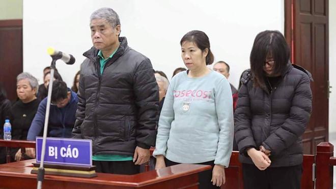 Ba bị cáo Phiến, Quy, Thủy trong phiên xét xử ngày 14/1.