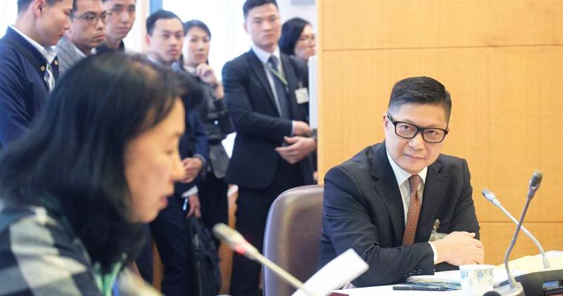 Đặng Bính Cường, lãnh đạo của Lực lượng Cảnh sát, lại ủng hộ Chính phủ Hồng Kông và ĐCSTQ, thái độ ngang ngược, từ chối điều tra độc lập.