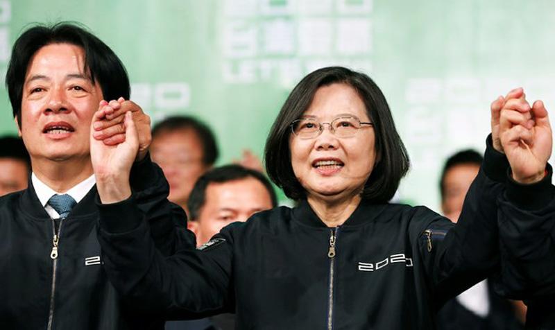 Bà Thái Anh Văn và Phó Tổng thống Lại Thanh Đức trong cuộc tập trung sau chiến thắng hôm 11/1/2020 ở Đài Bắc