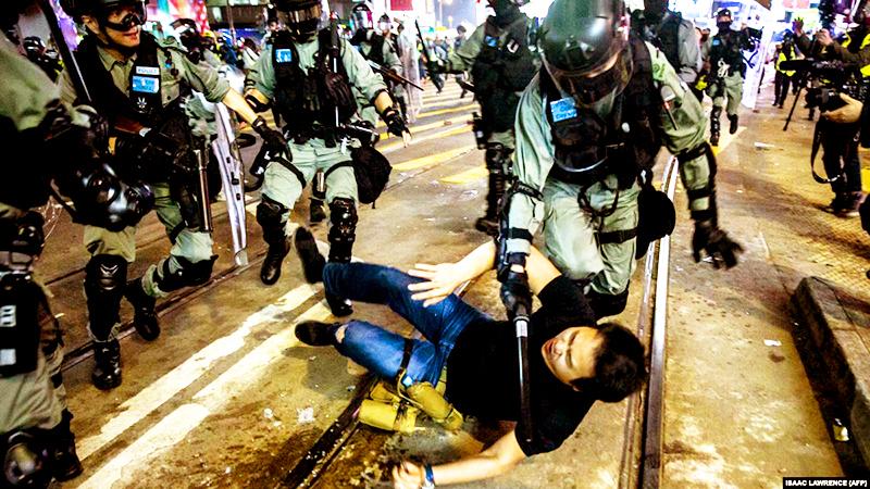 Trước khi chủ quyền Hồng Kông được chuyển giao cho Trung Quốc, nước Anh đã từng lo lắng ĐCSTQ sẽ hợp tác với xã hội đen ở Hồng Kông làm hỗn loạn Hồng Kông.