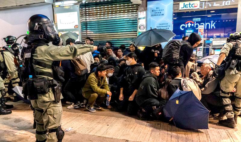 Cựu cảnh sát HK tiết lộ: Nhóm côn đồ áo trắng tấn công nhà ga Nguyên lãng ngày 21/7 là cảnh sát HK (ảnh 2)