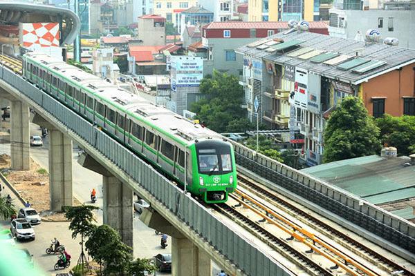 Tuyến đường sắt Cát Linh - Hà Đông tiếp tục 'phủ bạt' sau khi lỡ hẹn lần thứ 9. (Ảnh qua cafeland)