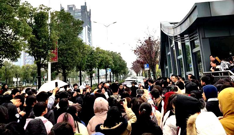 Từ ngày 23 đến ngày 25/12, hàng ngàn sinh viên của Học viện Nguyên Bồi, Học viện Văn lý Thiệu Hưng đã tiến hành kháng nghị để phản đối việc thay đổi tên và thể chế trường học.