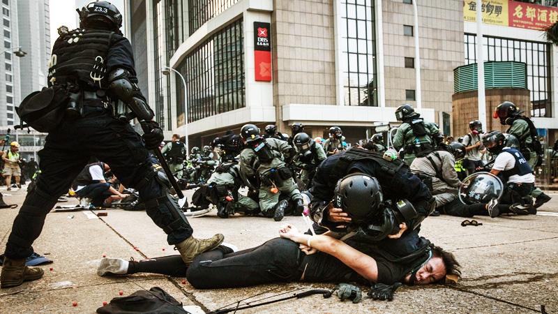 Kể từ khi phong trào phản đối dự luật dẫn độ diễn ra hơn 7 tháng nay, chính phủ Hồng Kông và cảnh sát Hồng Kông đã đàn áp dã man các công dân biểu tình