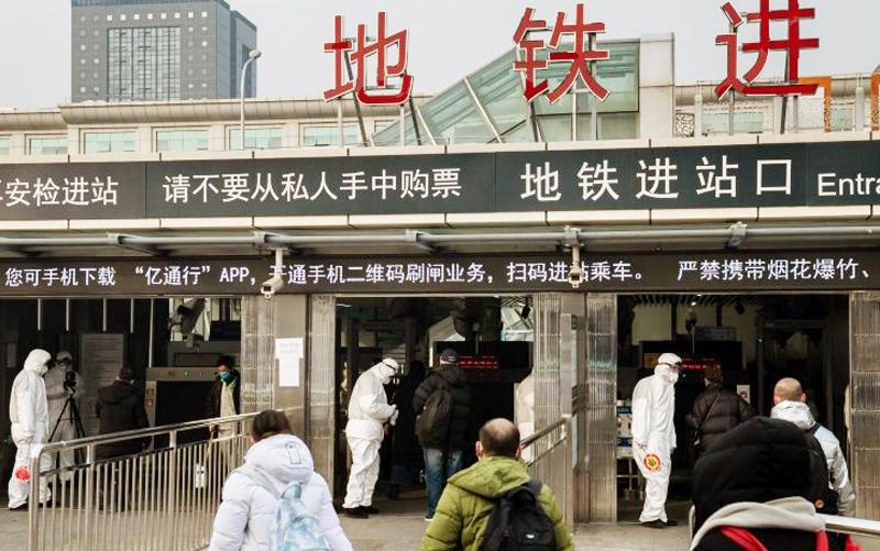 An ninh nghiêm ngặt tại một trạm tàu ở Bắc Kinh hôm 27/1/2020.