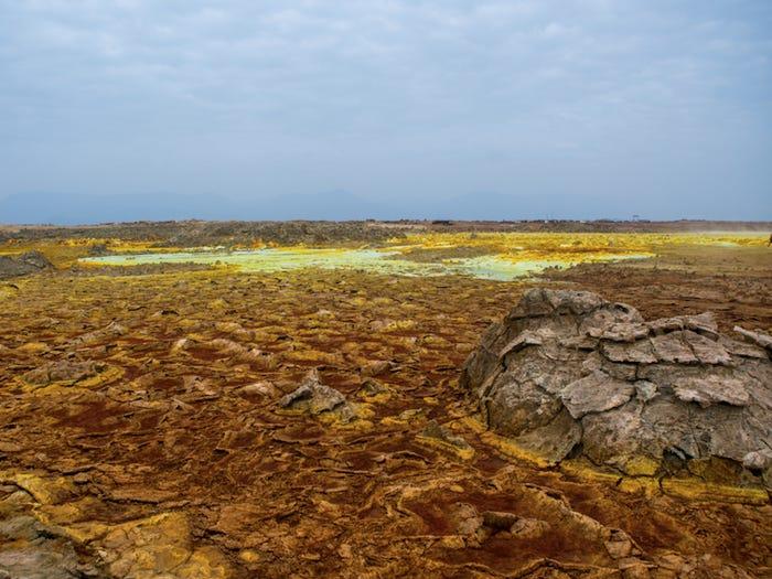 Đây là một trong những sa mạc nóng nhất, khô cằn và thấp nhất trên Trái đất. (Ảnh)