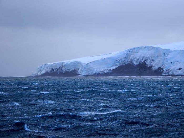 Hòn đảo không có sự sống lần đầu tiên được phát hiện vào ngày 1/1/1739. (Ảnh: Shutterstock)