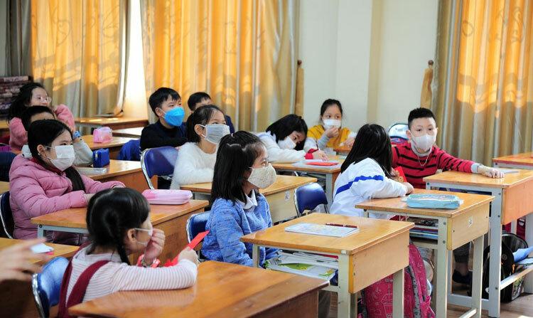 Học sinh và giáo viên bị sốt phải nghỉ để phòng lây virus Corona.