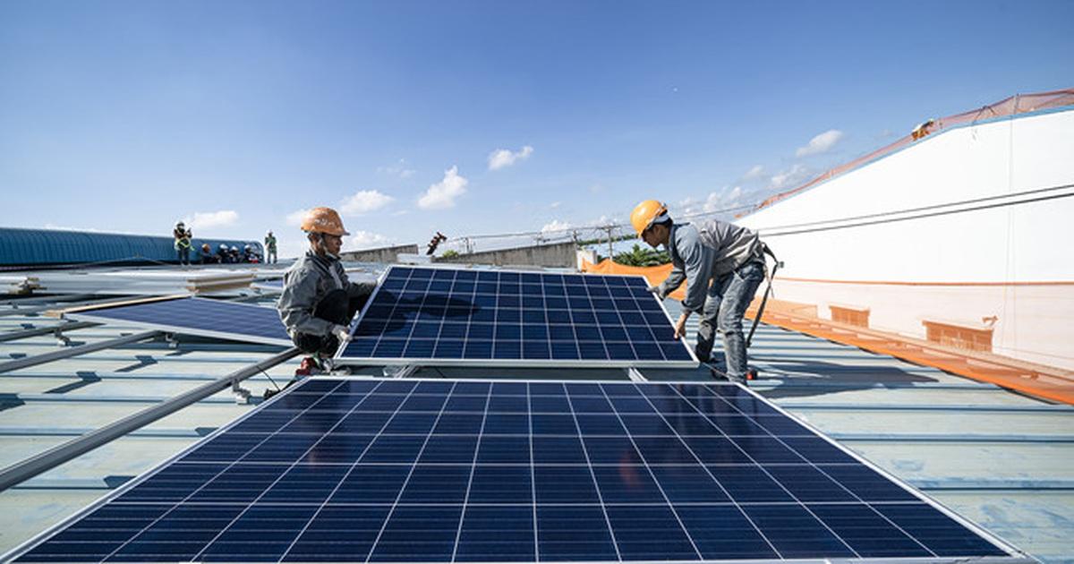 Hàng loạt nhà máy điện gió, điện mặt trời kêu cứu vì dư điện mà không thể bán!