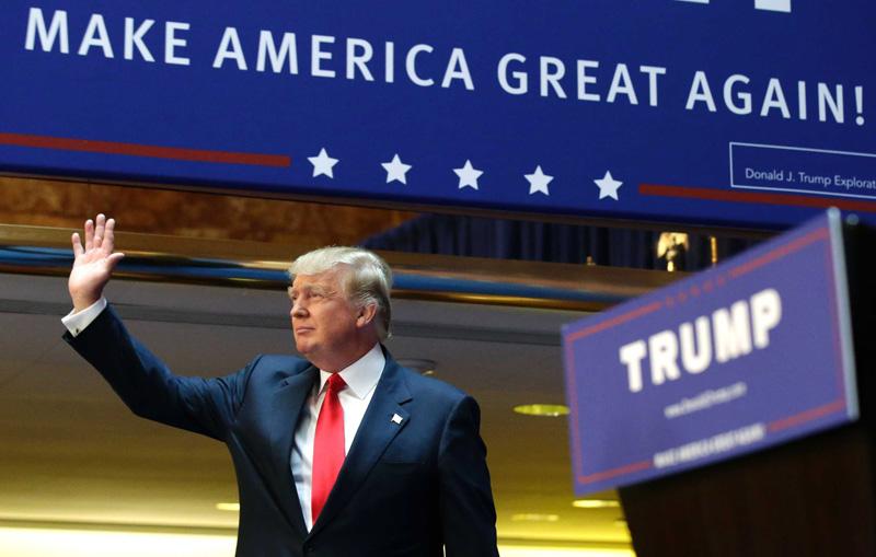 """Hai câu nói tổng thống Trump dùng nhiều nhất chính là hai câu nói trên """"""""Make America Great Again"""" và """"America First"""". Trong hầu hết mọi bài phát biểu, ông đều luôn nhấn mạnh là mọi điều ông làm đều là vì nước Mỹ."""