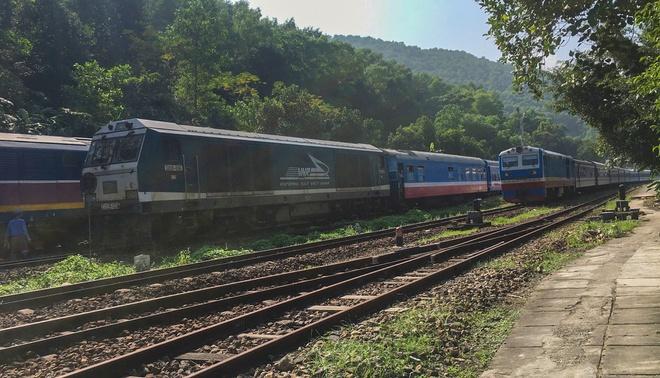 Đường sắt Bắc Nam Đoàn tàu SE3 bị trật bánh trên đỉnh đèo Hải Vân-ảnh 3