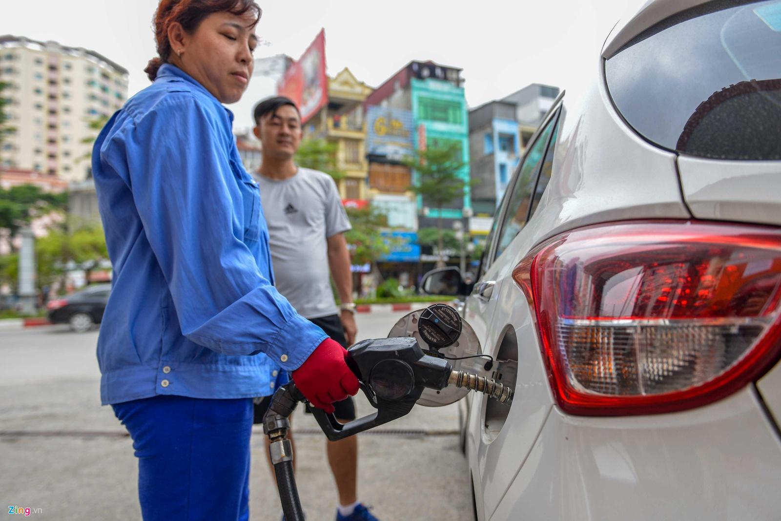 Giá xăng giảm 77 đồng/lít trước dịp tết Nguyên đán
