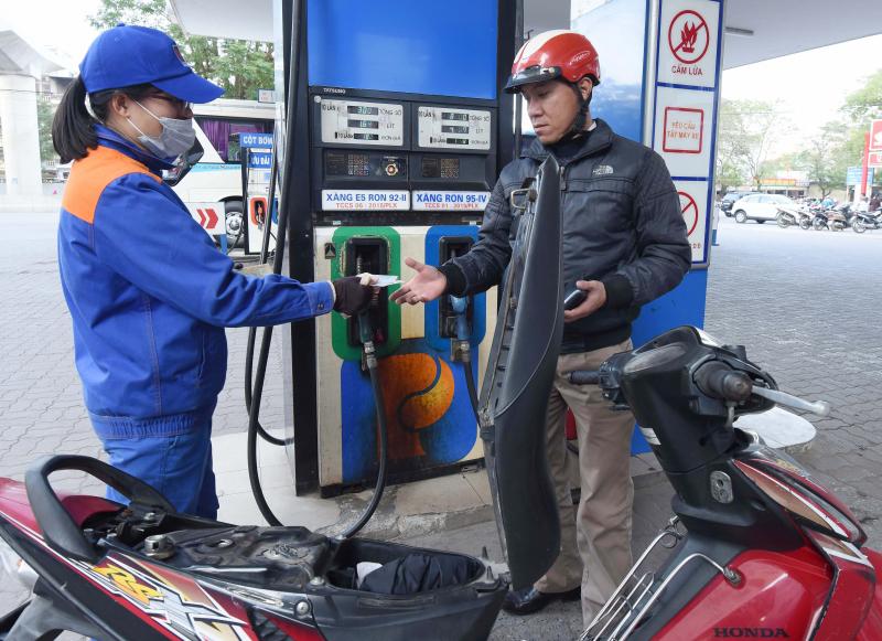 Giá xăng RON 95 giảm mạnh 791 đồng mỗi lít sau Tết Nguyên đán