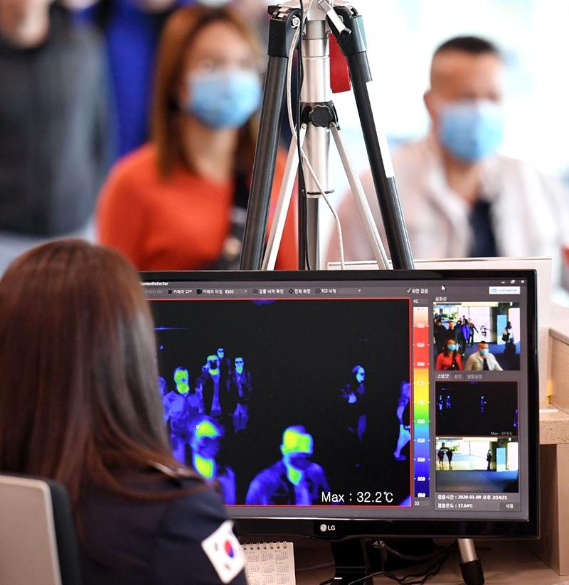 """Toàn cầu đề phòng bệnh viêm phổi thần bí, Vũ Hán vẫn """"im ắng"""" như không có gì (ảnh 2)"""