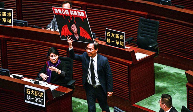 """Nghị viên Hồng Kông chế giễu Lâm Trịnh: """"Thái Anh Văn cũng phải cảm ơn bà"""" (ảnh 2)"""