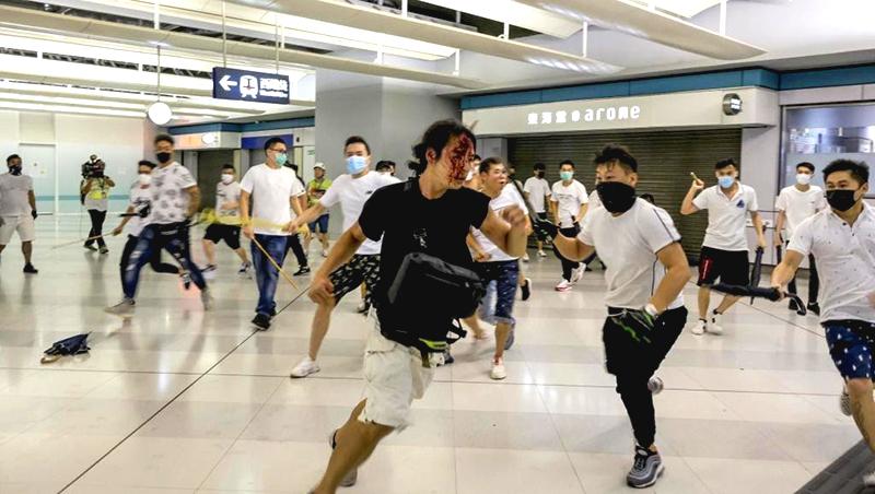 Cựu cảnh sát HK tiết lộ: Nhóm côn đồ áo trắng tấn công nhà ga Nguyên lãng ngày 21/7 là cảnh sát HK (ảnh 1)