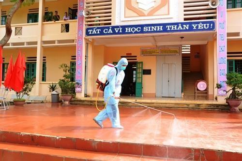 Dịch viêm phổi Vũ Hán lan rộng, Hà Nội phun khử trùng toàn bộ các trường học.