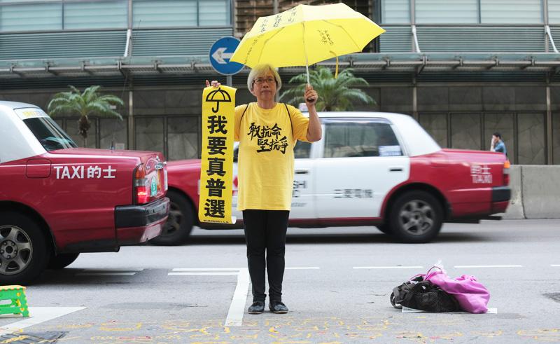 Từ năm 2014, bà thường xuyên xuất hiện trong các hoạt động xã hội khác nhau ở Hồng Kông, hoặc tham dự các phiên tòa để lên tiếng ủng hộ.