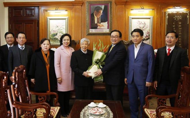 Lãnh đạo TP. Hà Nội thăm, chúc Tết ông Lê Khả Phiêu năm 2018. (Ảnh qua hanoimoi)