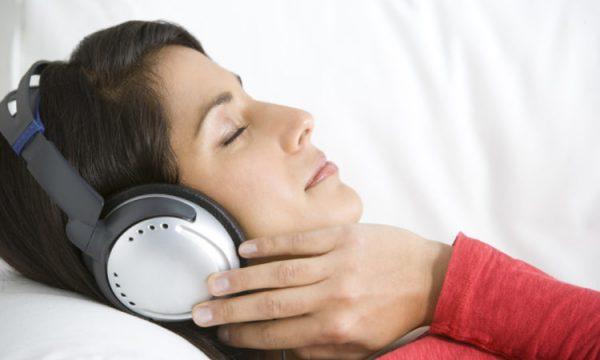 Nếu tai nghe và nút tai không còn hiệu quả, bạn có thể (nếu được) ngủ ở phòng khác và ở bên người bạn đời vào những lúc không ảnh hưởng đến việc nghỉ ngơi của bạn.