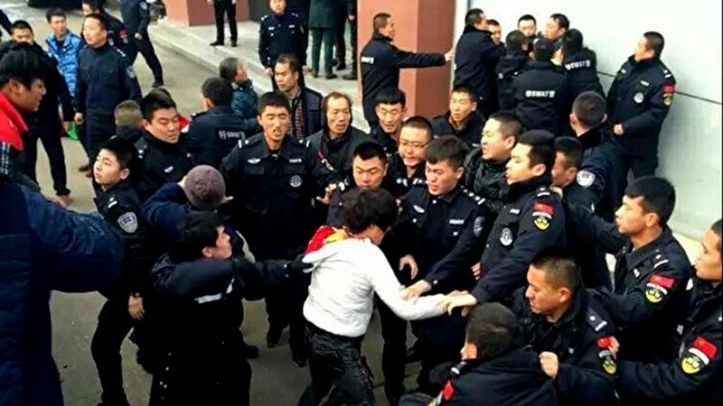 Cuối năm ở Trung Quốc: Lao động nhập cư bôn ba đòi lương, quan chức bận bịu hối lộ (ảnh 1)