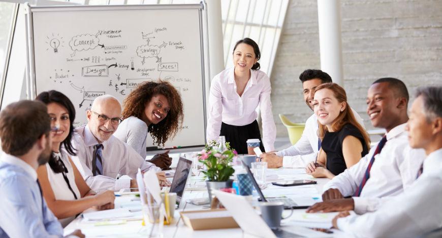 Phụ nữ có thể tăng thu nhập lên gấp 2,5 lần và thăng tiến lên chức vụ tốt hơn khi có nhiều bạn