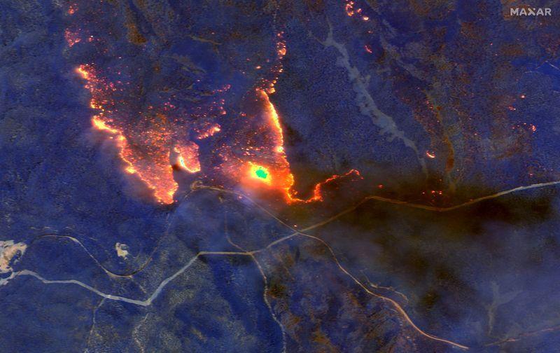 Thảm họa cháy rừng tại Úc nhìn từ không gian ngoài Trái Đất - ảnh 1