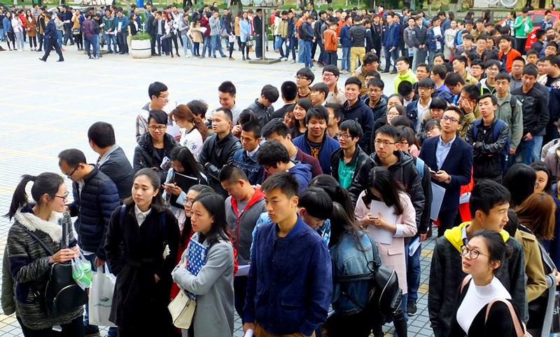 Làn sóng thất nghiệp vào cuối năm làm Đại lục điêu đứng , dân mạng không ngừng kêu than (ảnh 1)