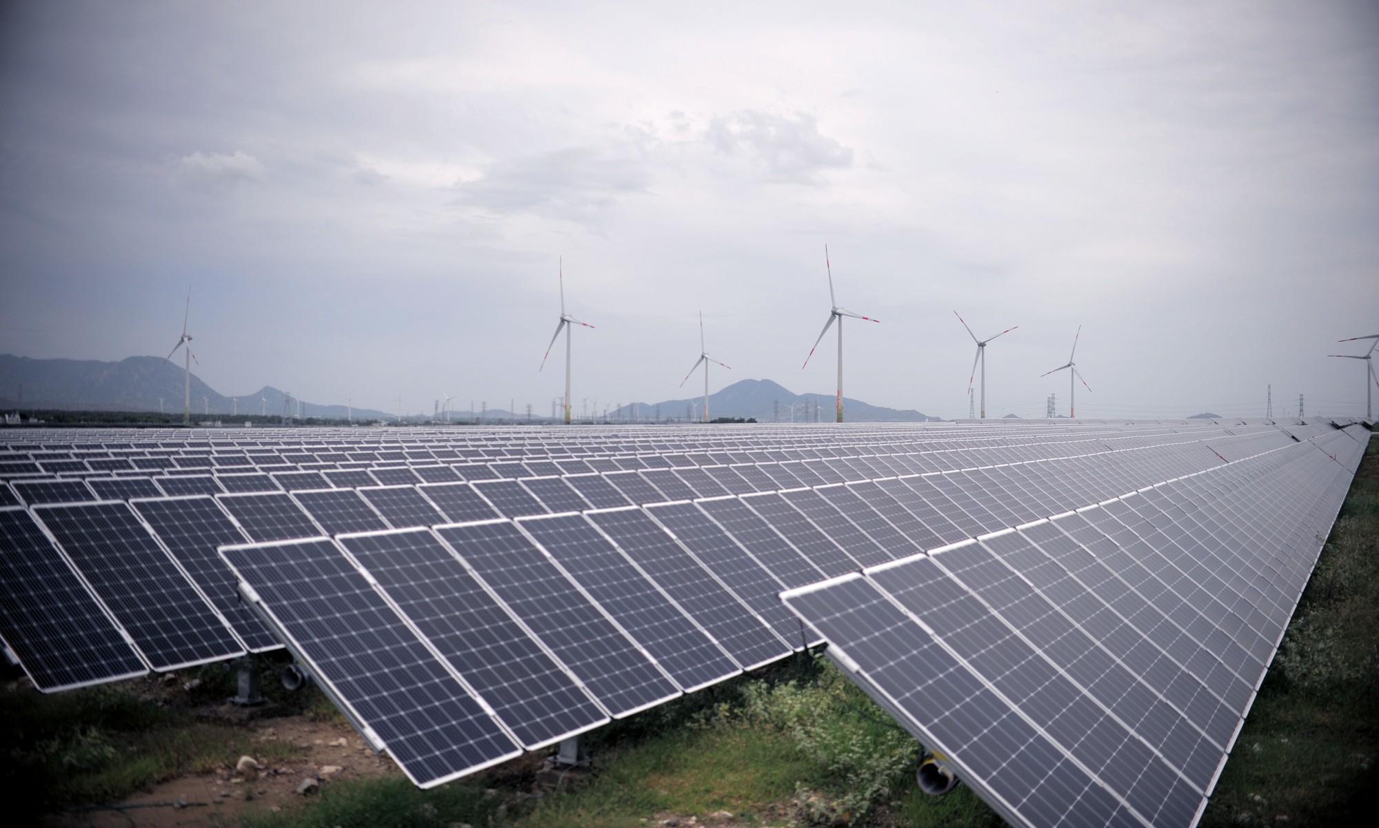 Thủ phủ điện mặt trời, điện gió Ninh Thuận có thể thiệt hại hàng nghìn tỉ đồng vì đường dây quá tải.