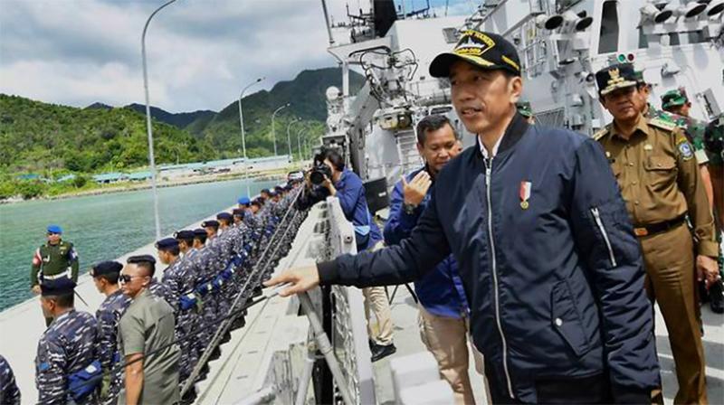 Ông Widodo ra thăm đảo ở vùng biển nơi các tàu Trung Quốc không chịu rời đi. (Ảnh qua tienphong)