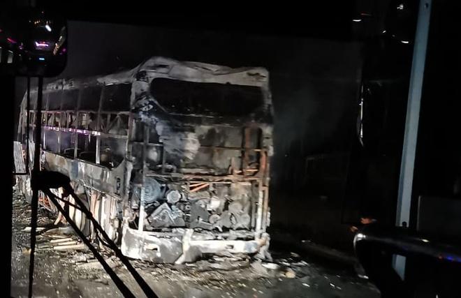 TP. HCM Chiếc xe khách đột nhiên bốc cháy dữ dội khi đang dừng để đón khách-ảnh 6