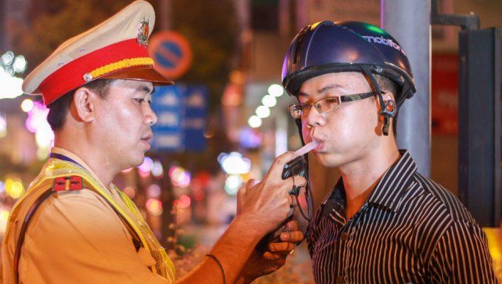 Từ năm 2020 Vừa lái xe vừa sử dụng điện thoại sẽ bị phạt đến 2 triệu đồng-ảnh 5