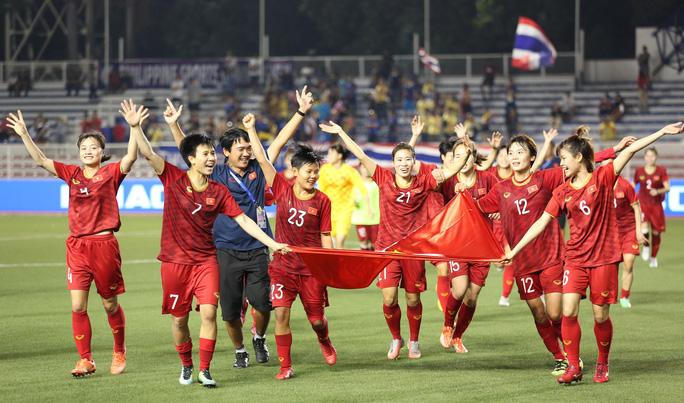 Đội bóng đá nữ Việt Nam thi đấu kiên cường tại SEA Games 30.