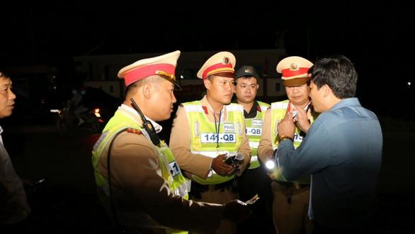 Vi phạm nồng độ cồn Phó phòng GD-DT vẫn bị phạt 35 triệu dù đã gọi điện cho sếp