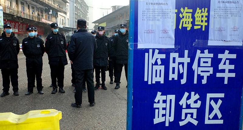 Bệnh viêm phổi ở Vũ Hán: Bệnh viện bị khóa cửa và bảo vệ nghiêm ngặt, phóng viên HK bị mang đến đồn cảnh sát (ảnh 2)