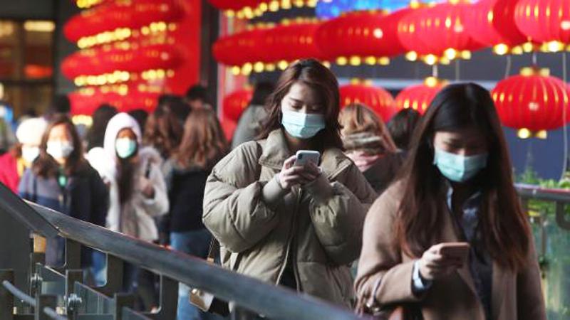 Hiện nay có thể xác định con đường lây nhiễm chủ yếu của virus corona mới là lây trực tiếp, lây nhiễm qua khí dung và lây nhiễm do tiếp xúc.