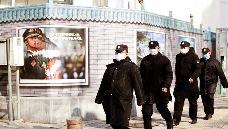 Cảnh sát Trung Quốc vì để che giấu dịch bệnh đã liên tục bắt giữ những người đưa thông tin về dịch bệnh lên mạng xã hội.