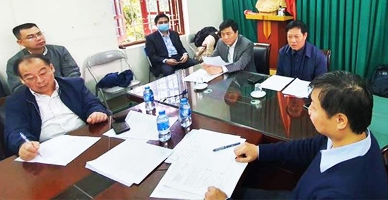 Đoàn công tác của Bộ Y tế kiểm tra công tác phòng chống dịch bệnh tại huyện Bình Xuyên ngày 15/2. (Ảnh qua danviet)