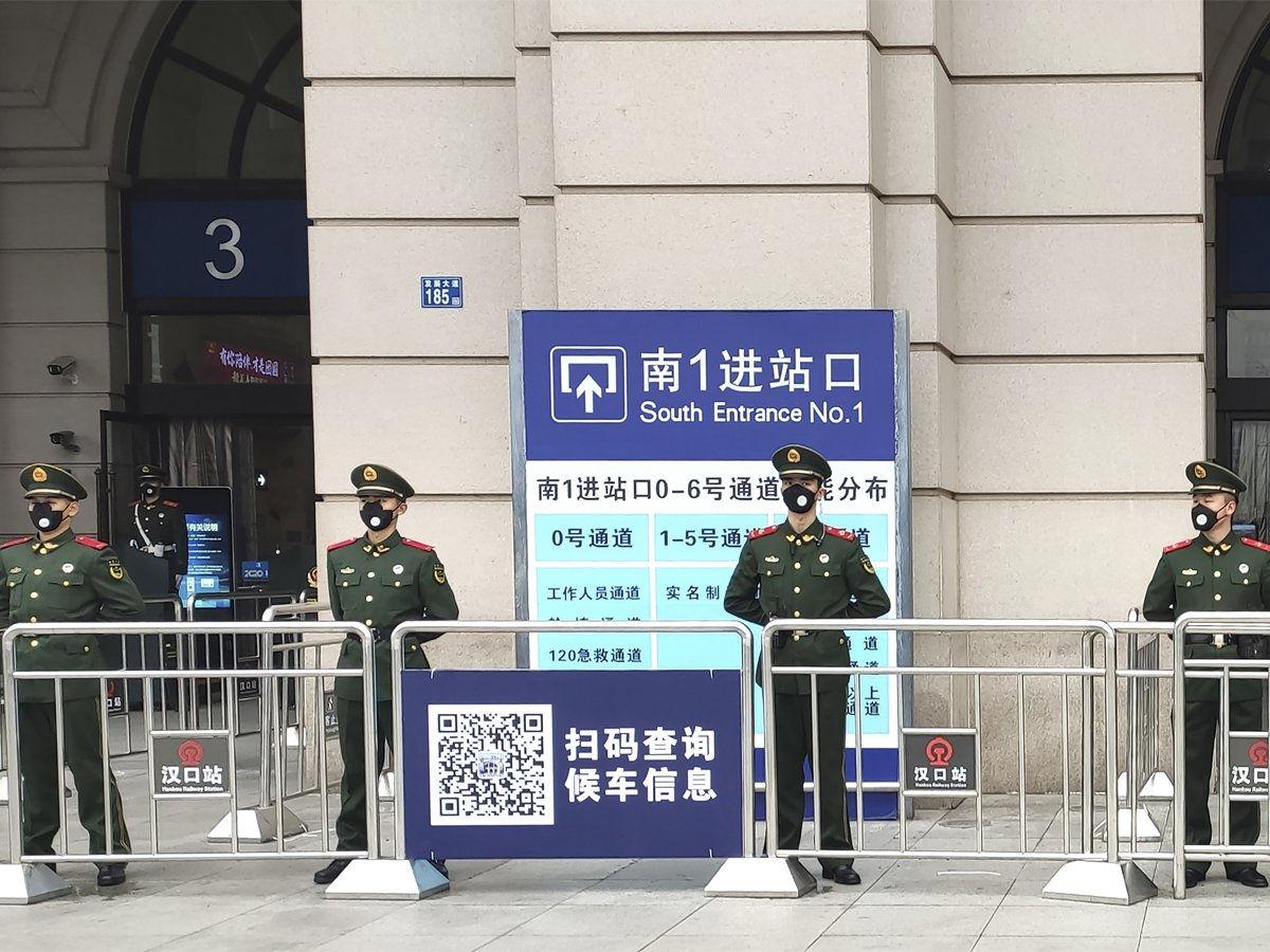 Chính quyền Trung Quốc ra lệnh phong tỏa hơn 10 thành phố lân cận Vũ Hán, khiến hơn 50 triệu người dân của tỉnh Hồ Bắc mắc kẹt. (Ảnh: AP)
