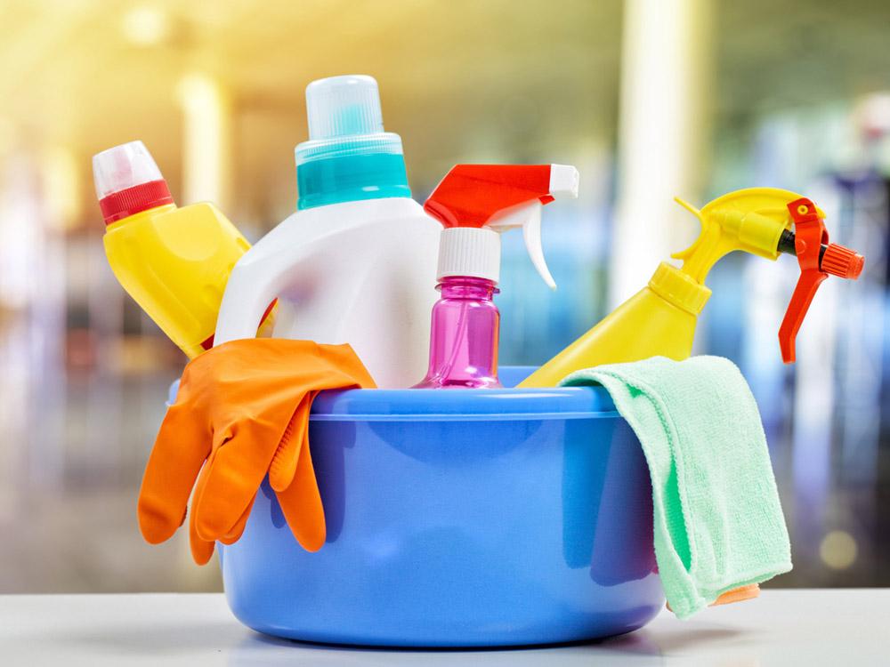 Các sản phẩm chăm sóc sức khỏe, làm đẹp thông thường hoặc chất tẩy rửa gia dụng thôn thường có chứa các hóa chất độc hại.
