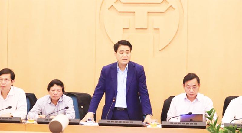 Chủ tịch Hà Nội Nguyễn Đức Chung đề nghị cơ quan chức năng phải 'đến từng nhà, rà từng hộ', không chủ quan với dịch Covid-19. (Ảnh qua cafef)
