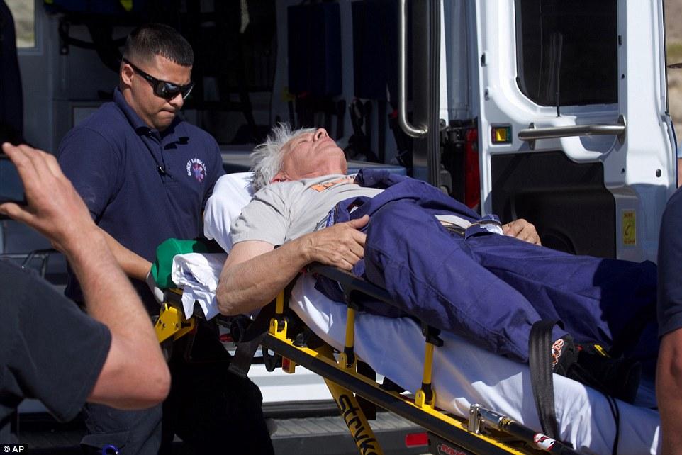 Sau cú ngã khá mạnh, Mike được đưa đến bệnh viện chữa trị vết thương.